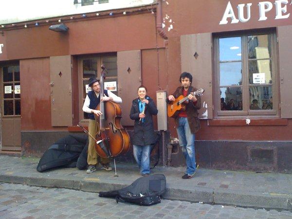 (Español) Dans My Rue. Canción en francés con letra. Versiones de Edith Piaf y ZAZ