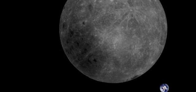 El lado oculto de la Luna y la Tierra juntas en una imagen.