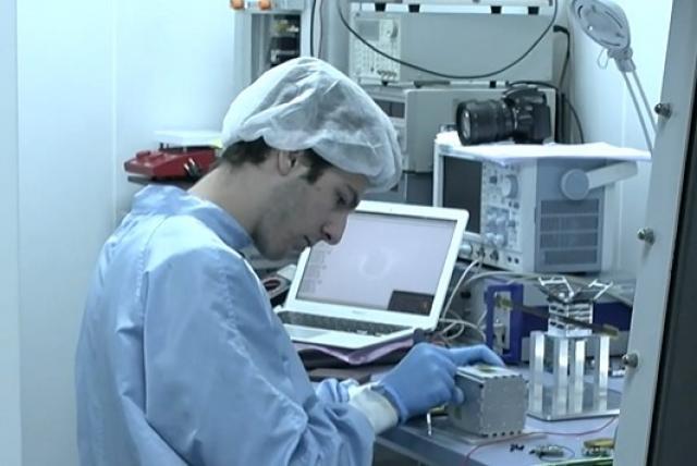 Estudiante de 16 años de Madrid crea el tercer satélite más pequeño del mundo.
